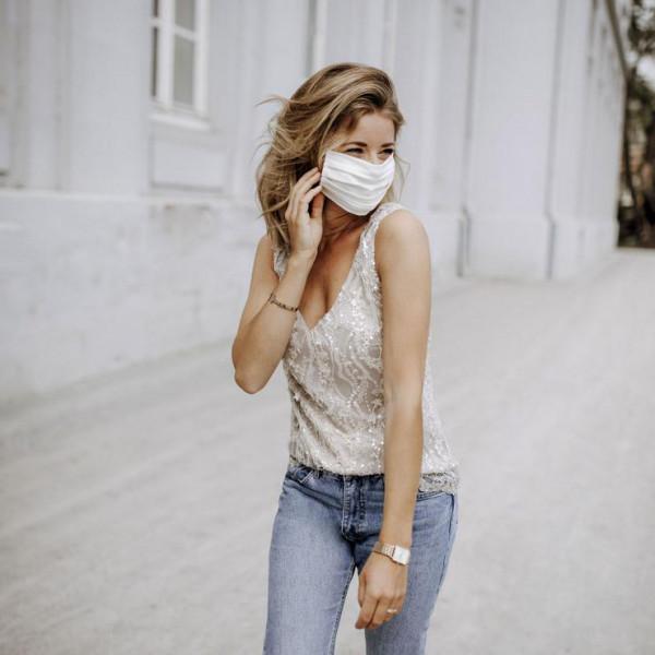 25 Stück Mund - Nasenmasken - beige, 100 % Baumwolle, 3-lagig, incl. Vlieseinlage, elastische Ohrbän