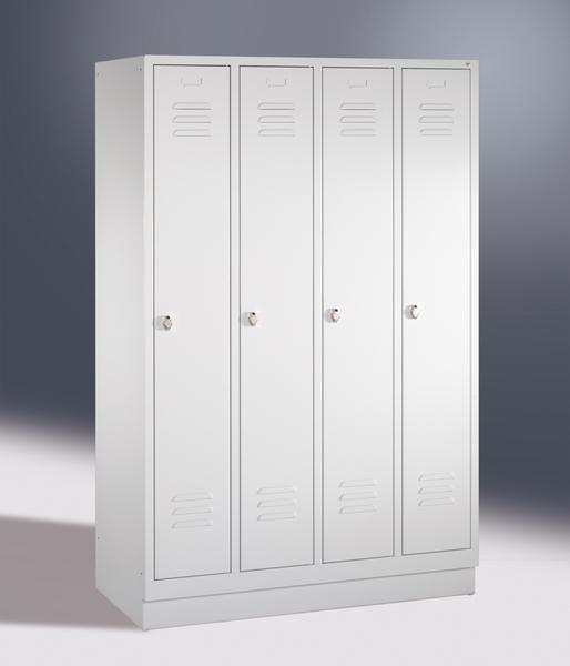 Garderoben- Stahlspinde, 4 Türen mit Sockel, Breite 1620 mm, in 3 Farben
