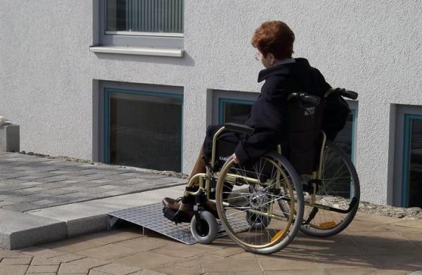 Keilbrücke für Rollstühle, Höhe 10-70 mm, Tragkraft 300 kg, Länge 500 mm, Breite 1000 Aluminium